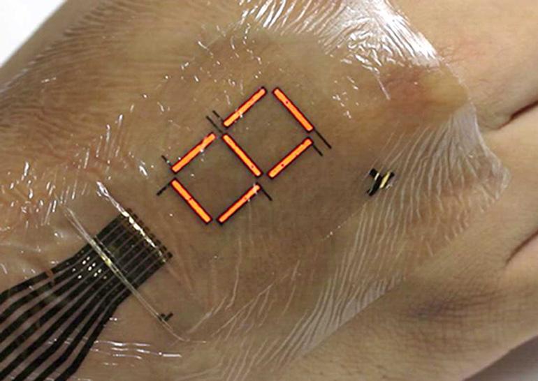 Сверхтонкий электронный дисплей крепится к коже