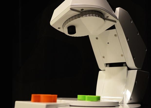 Учёные создали умного робота-дворецкого в виде настольной лампы